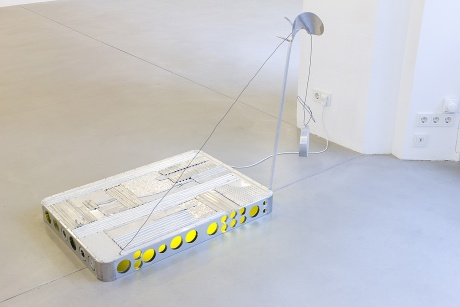 IN GOOD FAITH|Ulrich Strothjohann|Luke (Sunny Side Down), 2010|Aluminium, Elektrik, 100 x 70 x 135 cm