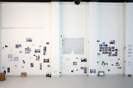 Paris, 2013|Installation (Fotos, Zeichnungen, Video, Texte), verpackt in Kiste|33,5 x 44,5 x 32 cm